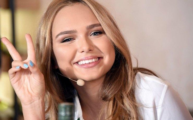 Дебютный клип дочери Дмитрия Маликова подорвал iTunes, обойдя Тимати иКрида