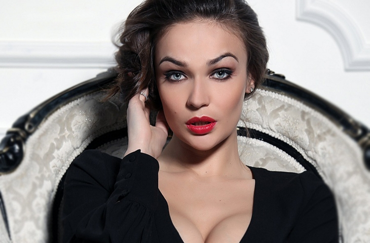 Алена Водонаева обнародовала откровенное фото вкупальнике