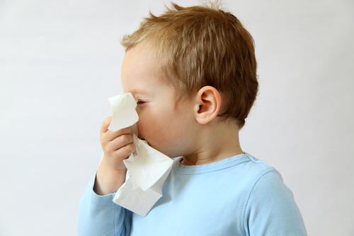 Как лечить насморк в домашних условиях быстро у ребенка