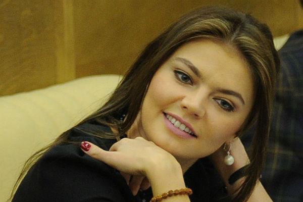 Алина Кабаева вышла всвет собручальным кольцом