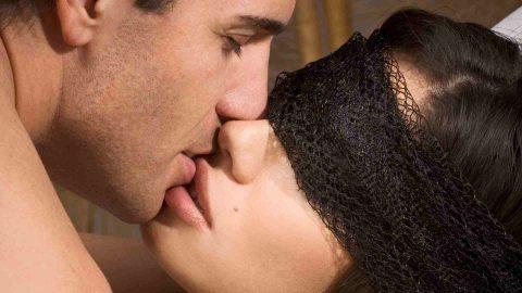 как правильно целоваться с парнем с языком