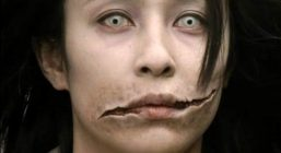 Девушка рот-щель в Японии фото
