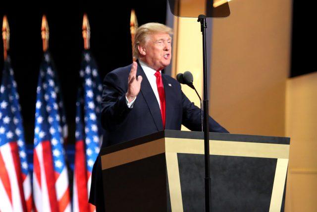 Дональд Трамп - Википедия. Кто победит на выборах в США?