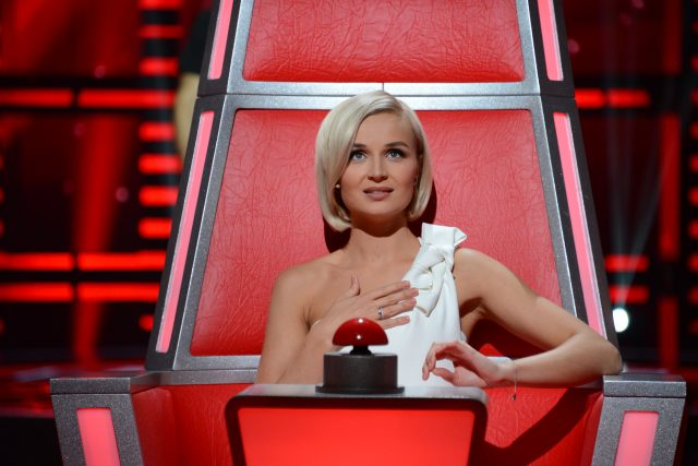 Полина Гагарина пропустила участницу вшоу «Голос» познакомству