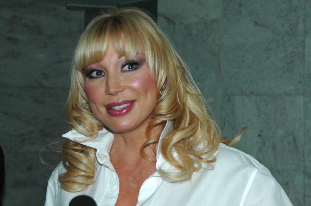 51-летняя Распутина вбикини показала оптимальный пресс