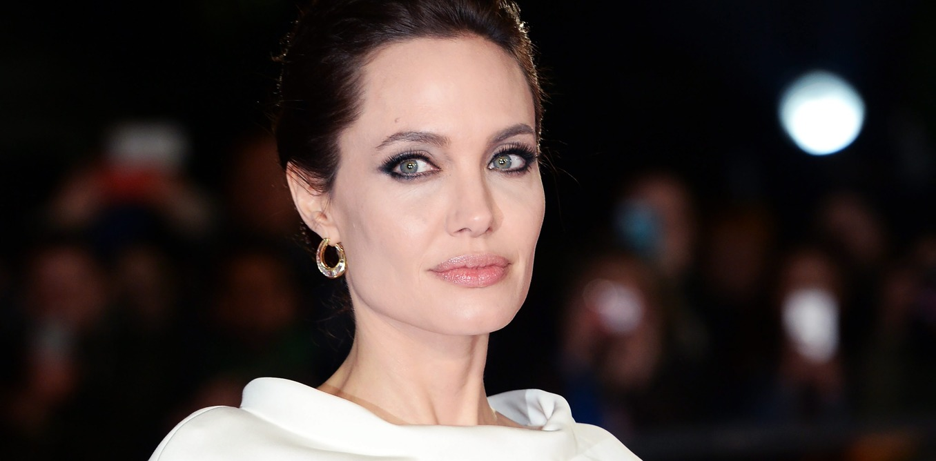 epa04503717 US actress/director Angelina Jolie arrives for the premiere of 'Unbroken' in London, Britain, 25 November 2014. The movie opens across British theaters on 26 December.  EPA/FACUNDO ARRIZABALAGA  EPA/FACUNDO ARRIZABALAGA