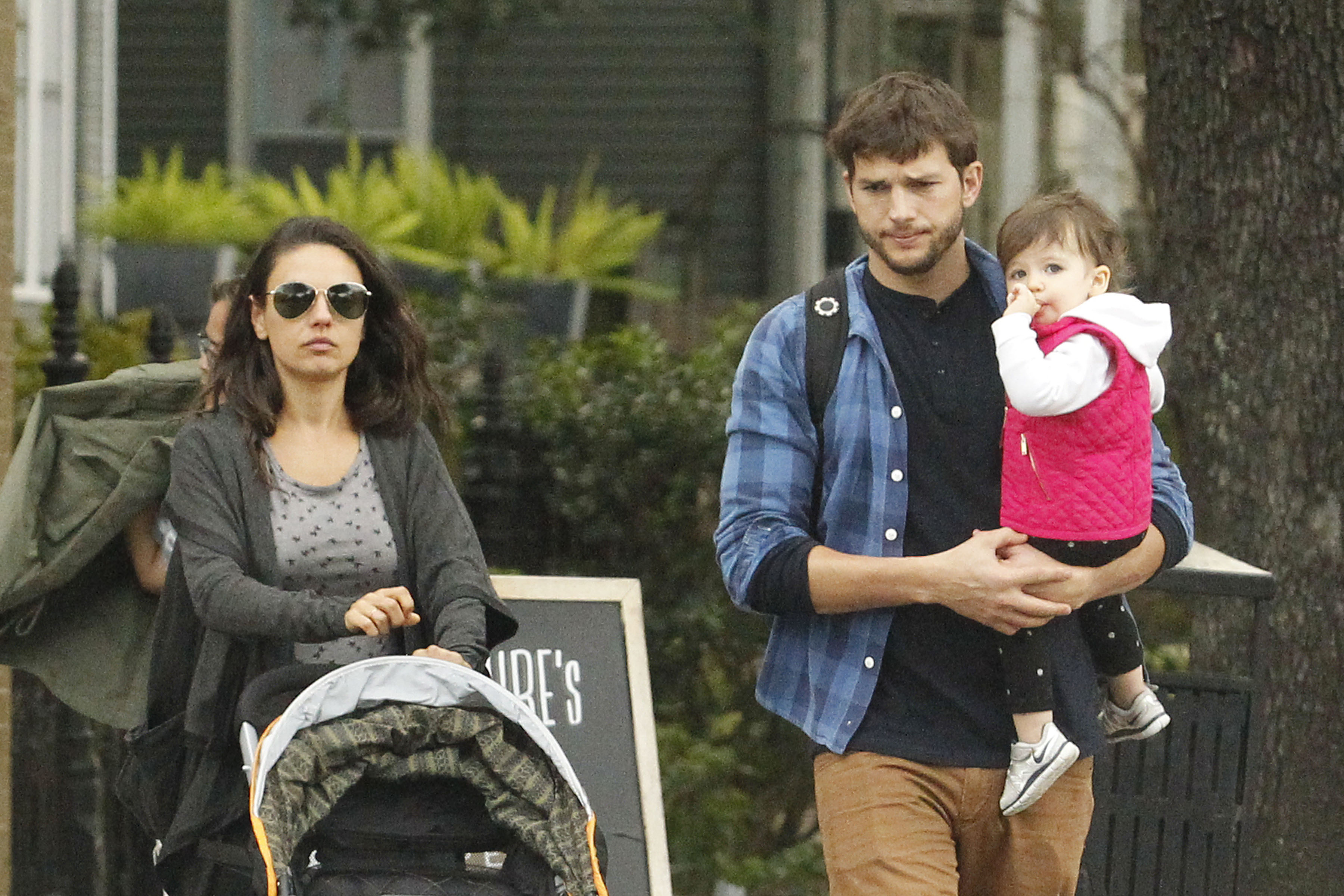 Photo © 2016 Pacific Coast News/The Grosby Group EXCLUSIVE New Orleans, January 08, 2016. Mila Kunis, Ashton Kutcher, and baby Wyatt Isabelle Kutcher seen out for lunch in the city of New Orleans.