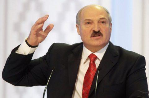 Лукашенко заявил, что не позволит унижать белорусский народ