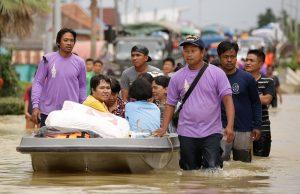 Российские туристы не смогли вылететь из Таиланда из-за наводнения