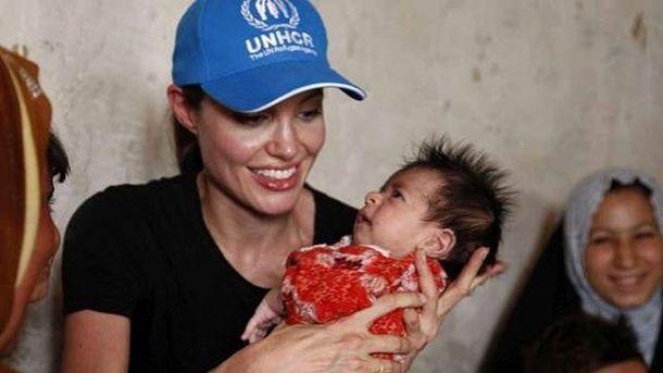 Анджелина Джоли снова хочет усыновить ребёнка