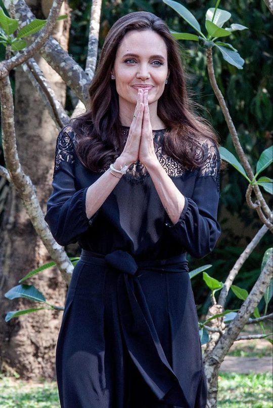 Анджелина Джоли впервые вышла в свет после развода