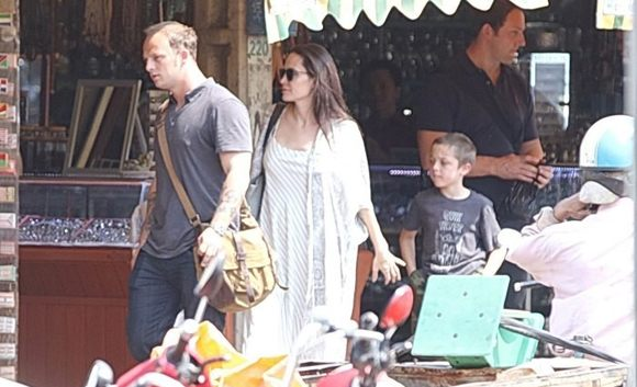 Анджелина Джоли замечена с новым мужчиной