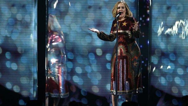 Адель спела дуэтом сдвойником-трансвеститом наконцерте вАвстралии