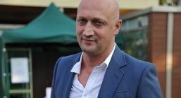 Гоша Куценко почётный капитан баскетбольной команды