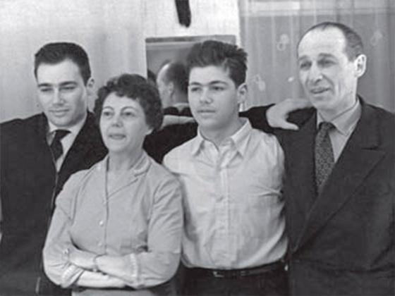 Семья Владимира Познера