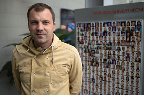Евгений Попов - известный телеведущий