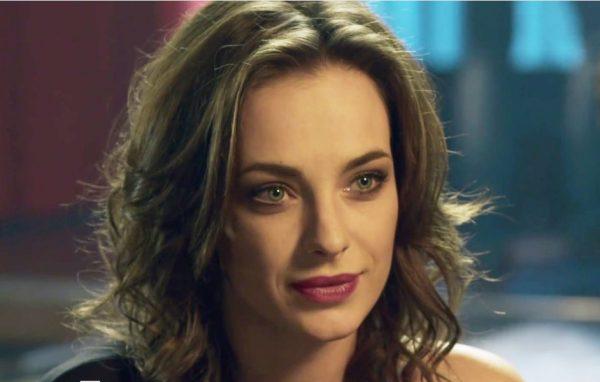 Анна Попова снималась в телесериале «Из пламя и света»