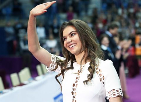 Алина Кабаева подарила детям праздник