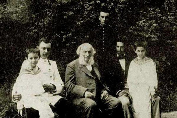 Айвазовский со своими внуками
