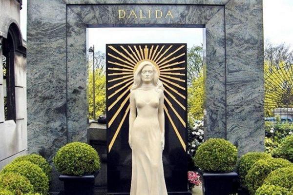 Могила Далиды на кладбище Монмартр в Париже