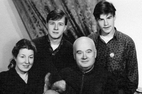 Евгений Моргунов с женой и двумя сыновьями