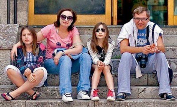 Вадим Такменев с женой и дочерьми