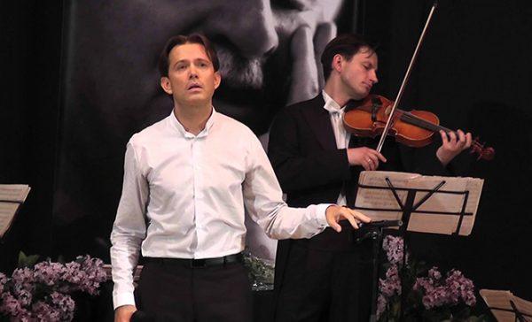 Олег Погудин на сцене