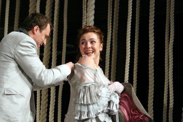 Елена Панова на сцене театра