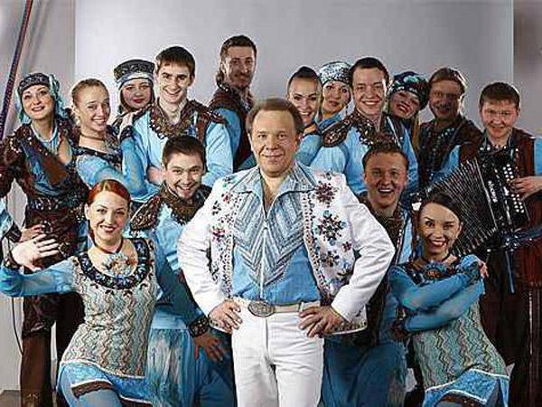 Владимир Девятов со своим музыкальным коллективом