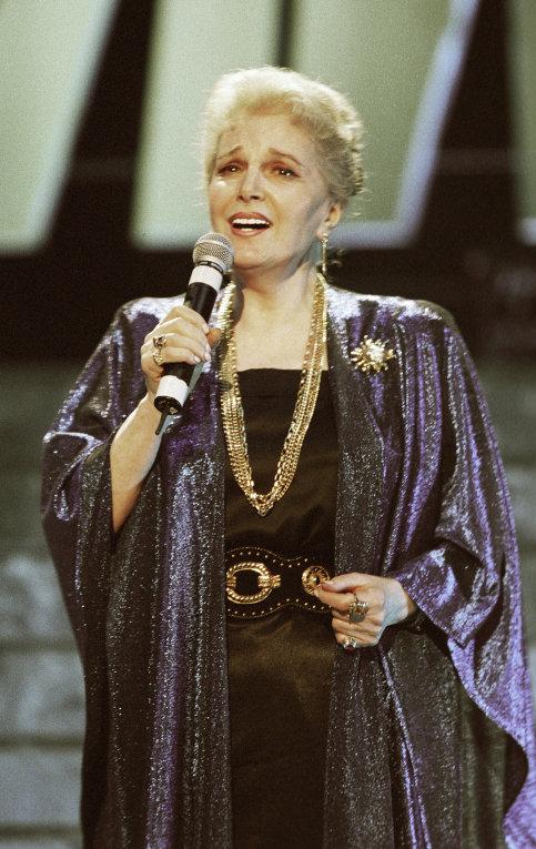 Элина Быстрицкая на сцене
