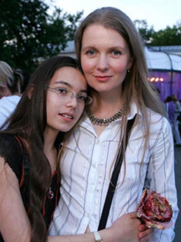 Анастасия Немоляева со своей дочерью