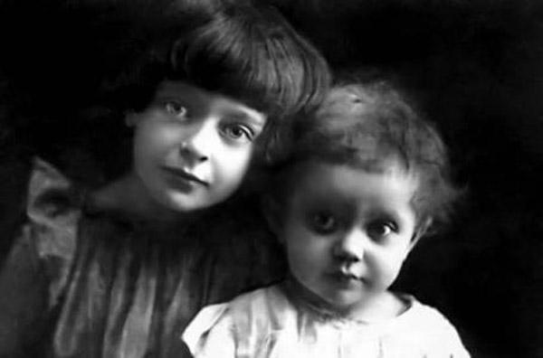 Дочери Марины Цветаевой Ариадна и Ирина