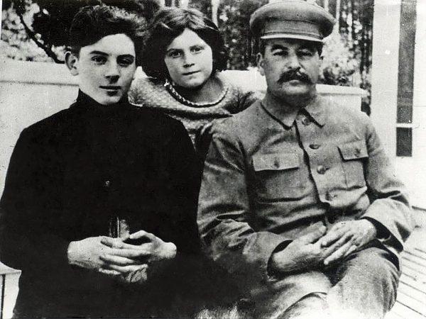Василий Сталин с папой и Светой