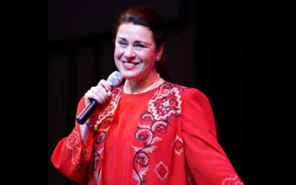 Валентина Толкунова на сцене
