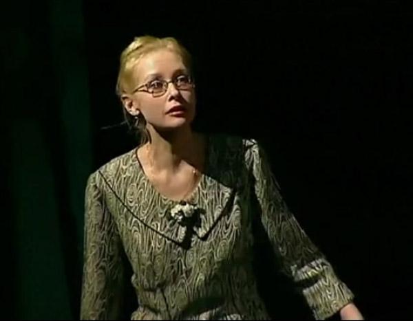 Актриса Светлана Рябова на сцене театра