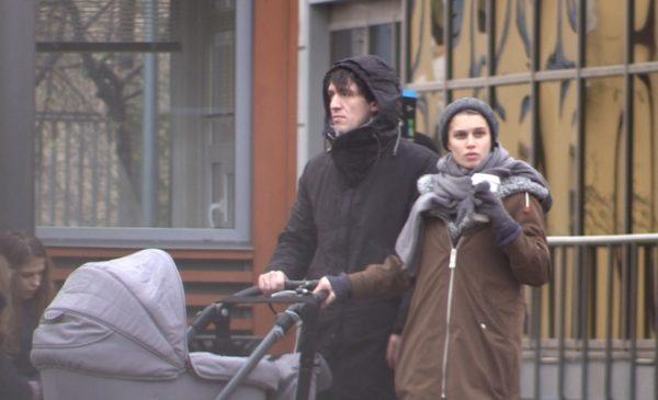 Счастливый отец Артур Смольянинов с женой Дарьей