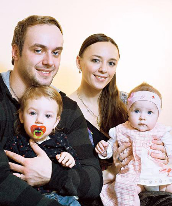 Алла Казакова и Максим Щеголев с детьми