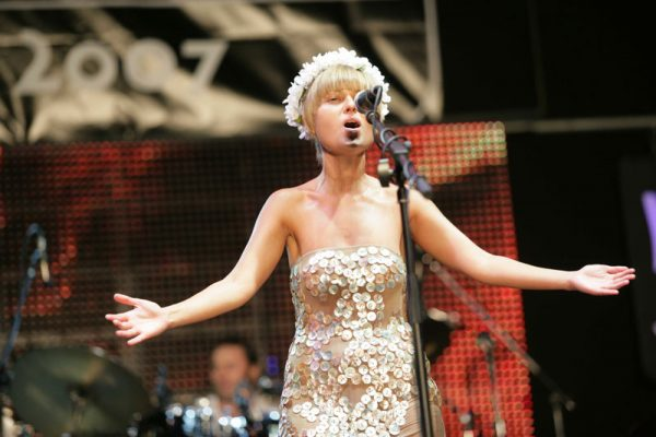 Певица Катя Чили на сцене