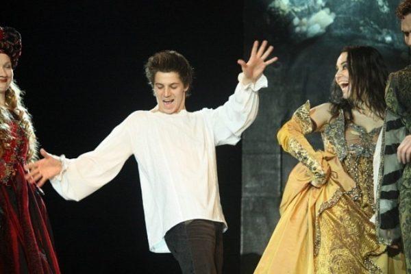 Гела Месхи на сцене театра