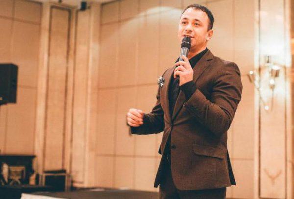 Юрий Аскаров на сцене