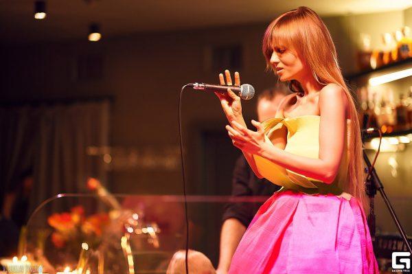 Катя Чили на сцене