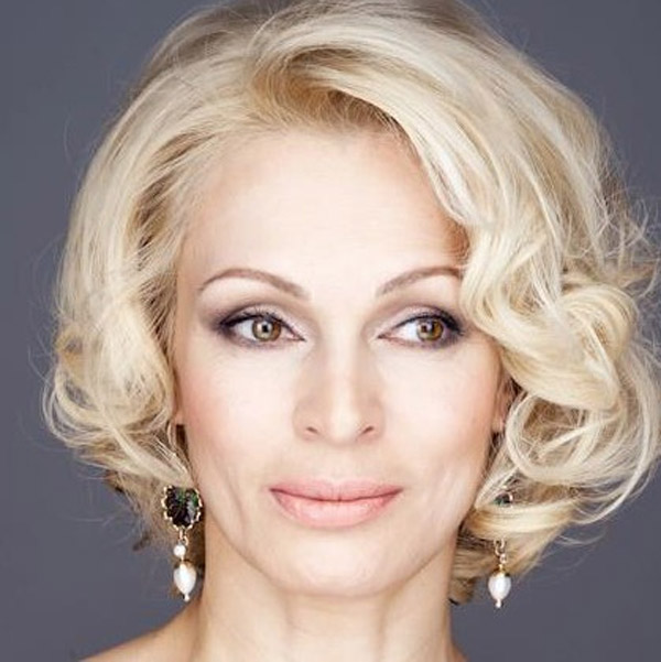 Татьяна Скороходова работает ведущей на телевидении