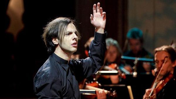 Теодор Курентзис управляет камрным хором