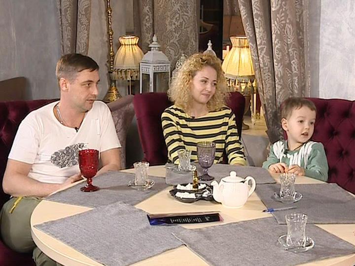 Антон с женой и сыном