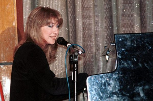 Екатерина Семенова за пианино