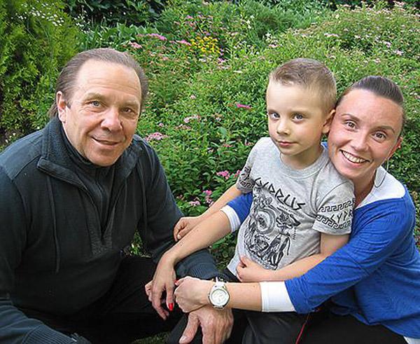 Владимир Девятов со второй женой и сыном