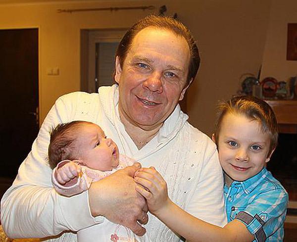 Владимир Девятов с младшими детьми