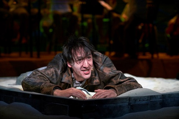 Артур Смольянинов на сцене театра