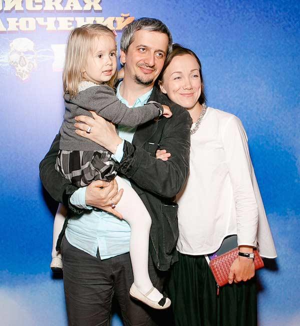 Дарья Мороз с мужем и дочерью