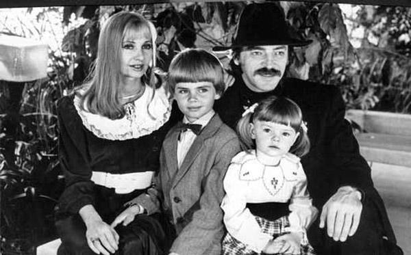 Елизавета Боярская в детстве со своими родителями и старшим братом